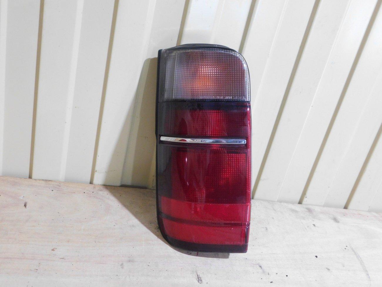 Стоп-сигнал Toyota Hiace KZH100 1KZ задний левый (б/у)