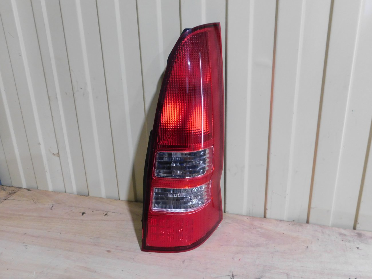 Стоп-сигнал Nissan Serena TC24 QR20DE задний правый (б/у)