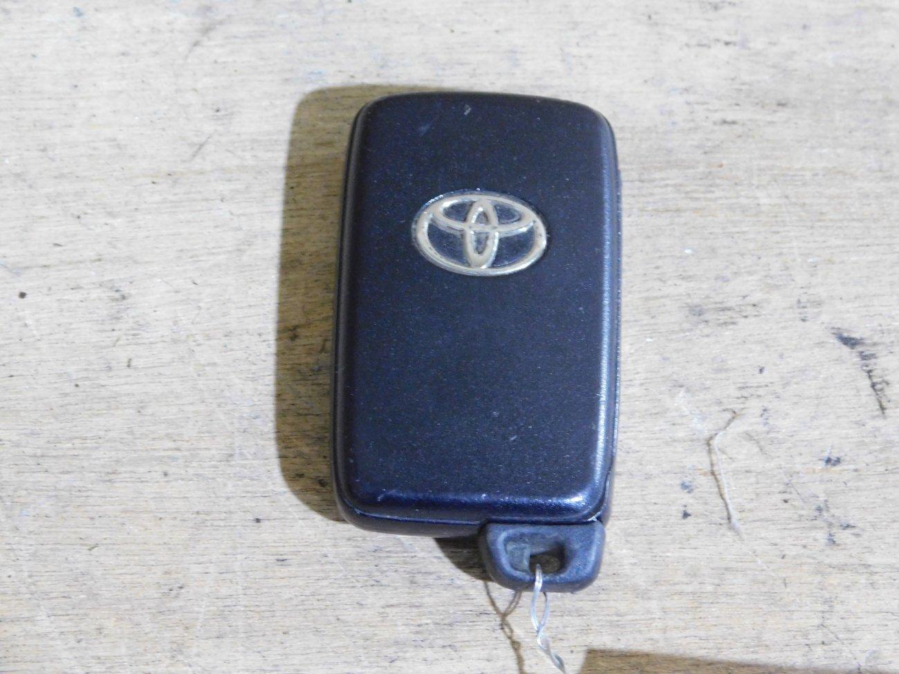Ключ зажигания Toyota Prius ZVW30 2ZR FXE (б/у)