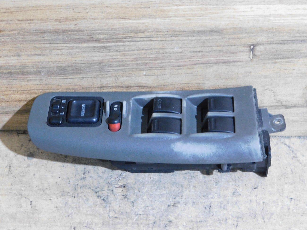 Блок упр. стеклоподьемниками Honda Odyssey RA1 передний правый (б/у)