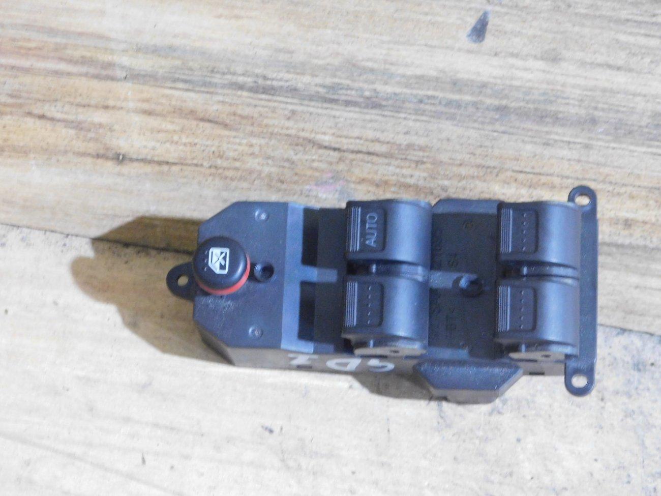 Блок упр. стеклоподьемниками Honda Fit GD1 передний правый (б/у)