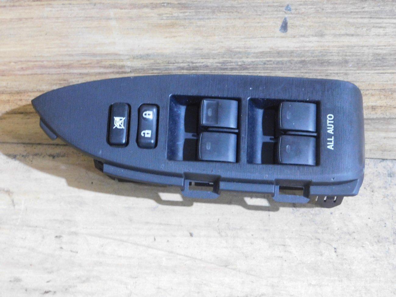 Блок упр. стеклоподьемниками Toyota Prius ZVW30 передний правый (б/у)