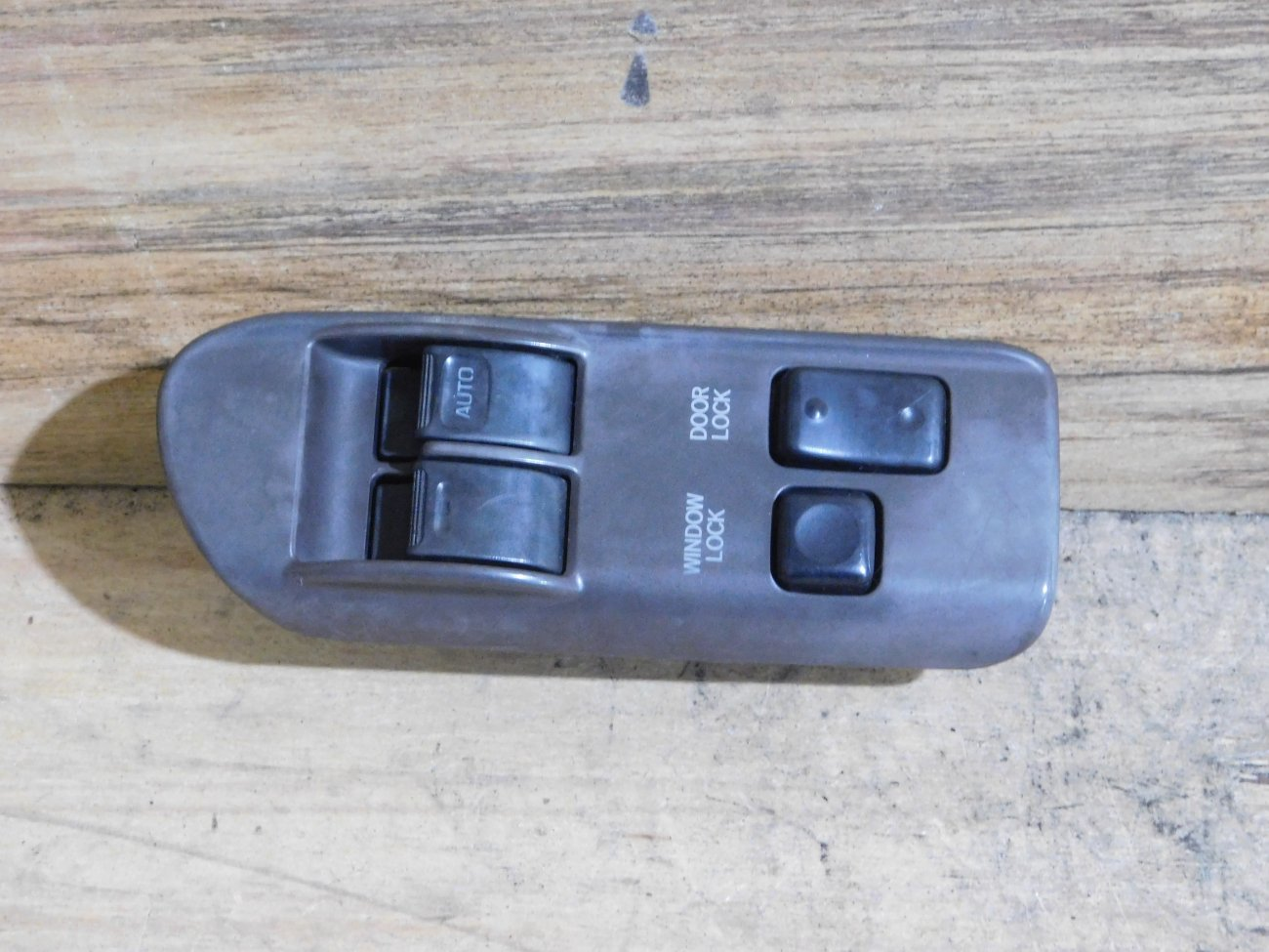 Блок упр. стеклоподьемниками Toyota Hiace KZH100 передний правый (б/у)