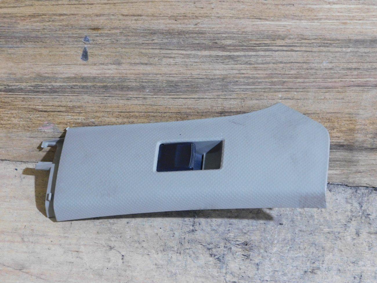 Блок упр. стеклоподьемниками Toyota Vitz SCP90 задний левый (б/у)