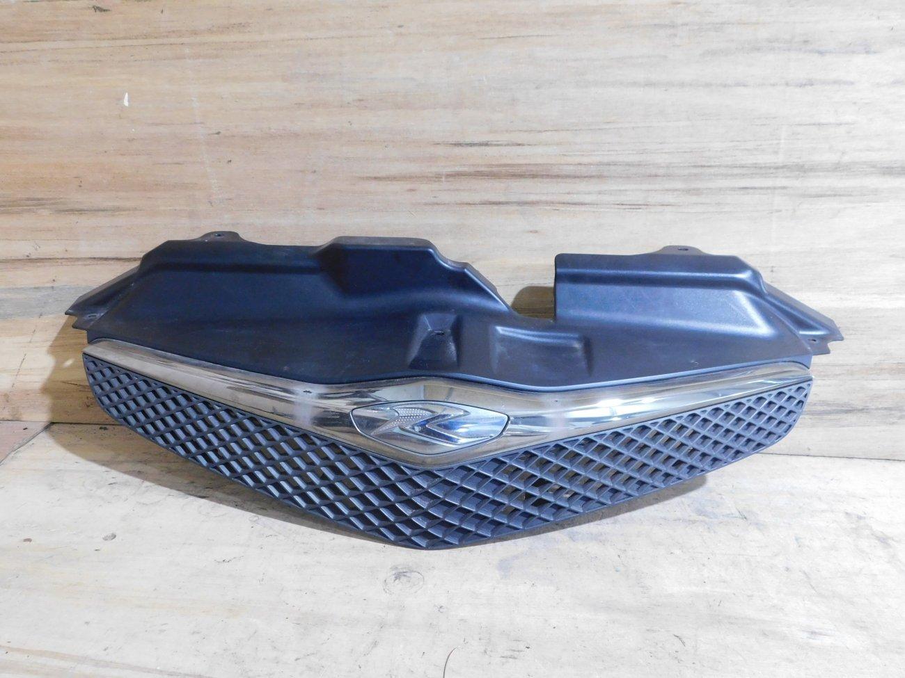 Решетка радиатора Toyota Ractis NCP100 (б/у)