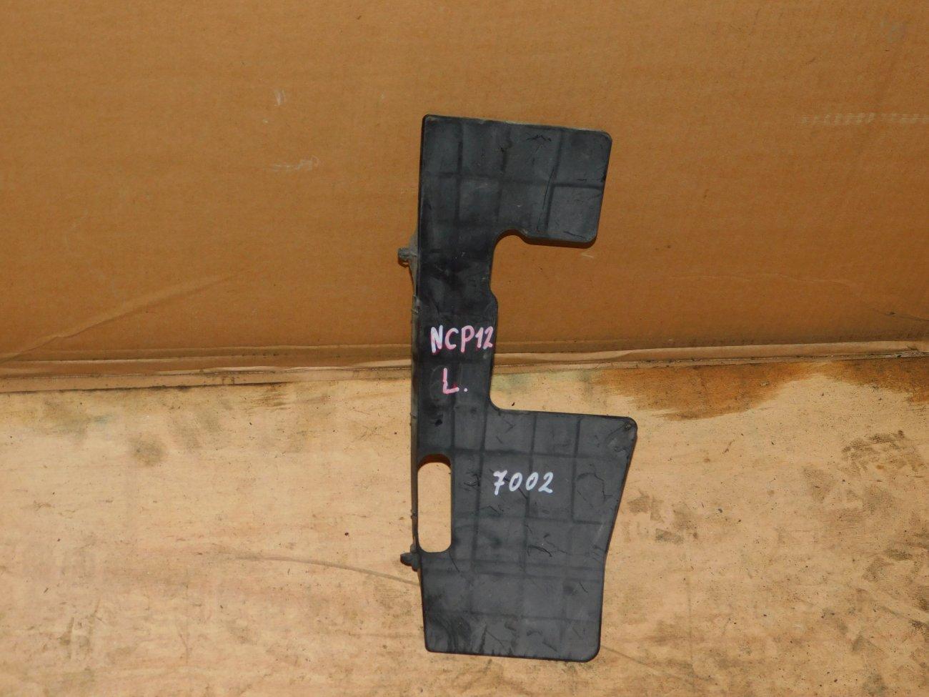 Защита радиатора Toyota Platz NCP12 1NZ-FE левая (б/у)