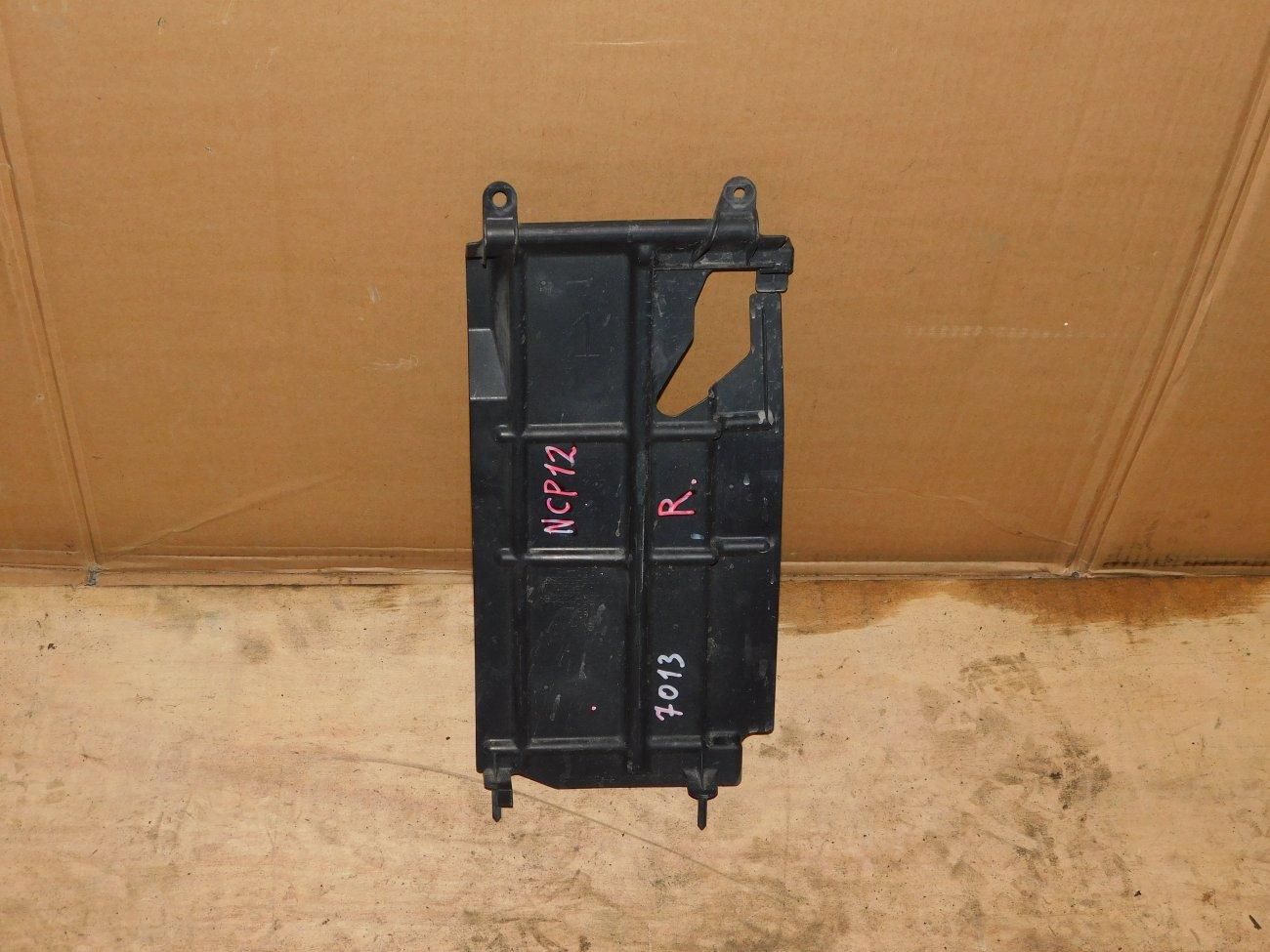 Защита радиатора Toyota Platz NCP12 1NZ-FE правая (б/у)