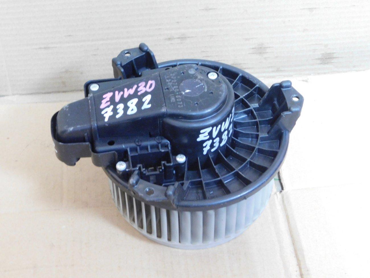 Мотор печки Toyota Prius ZVW30 2ZR FXE (б/у)