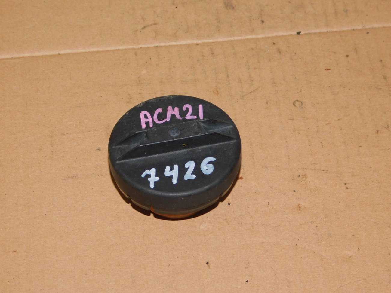Крышка бензобака Toyota Ipsum ACM21 (б/у)