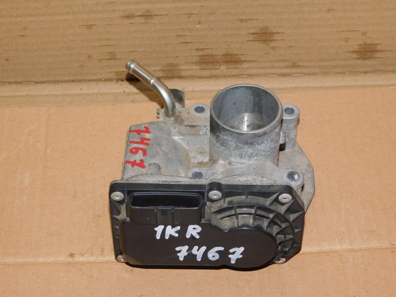 Дроссельная заслонка Toyota Vitz KSP90 1KR-FE (б/у)