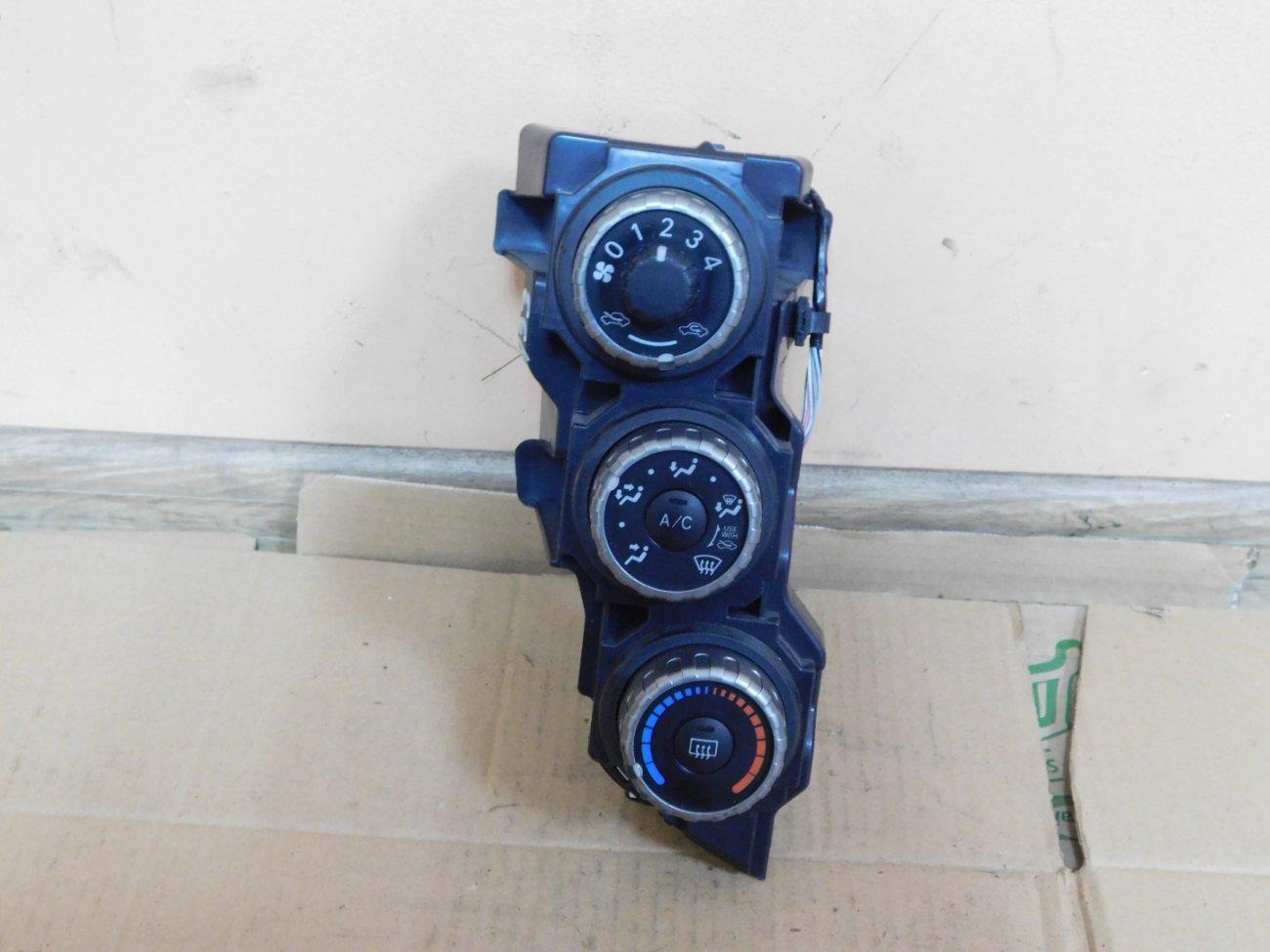 Климат-контроль Toyota Ractis NCP100 1NZ-FE (б/у)