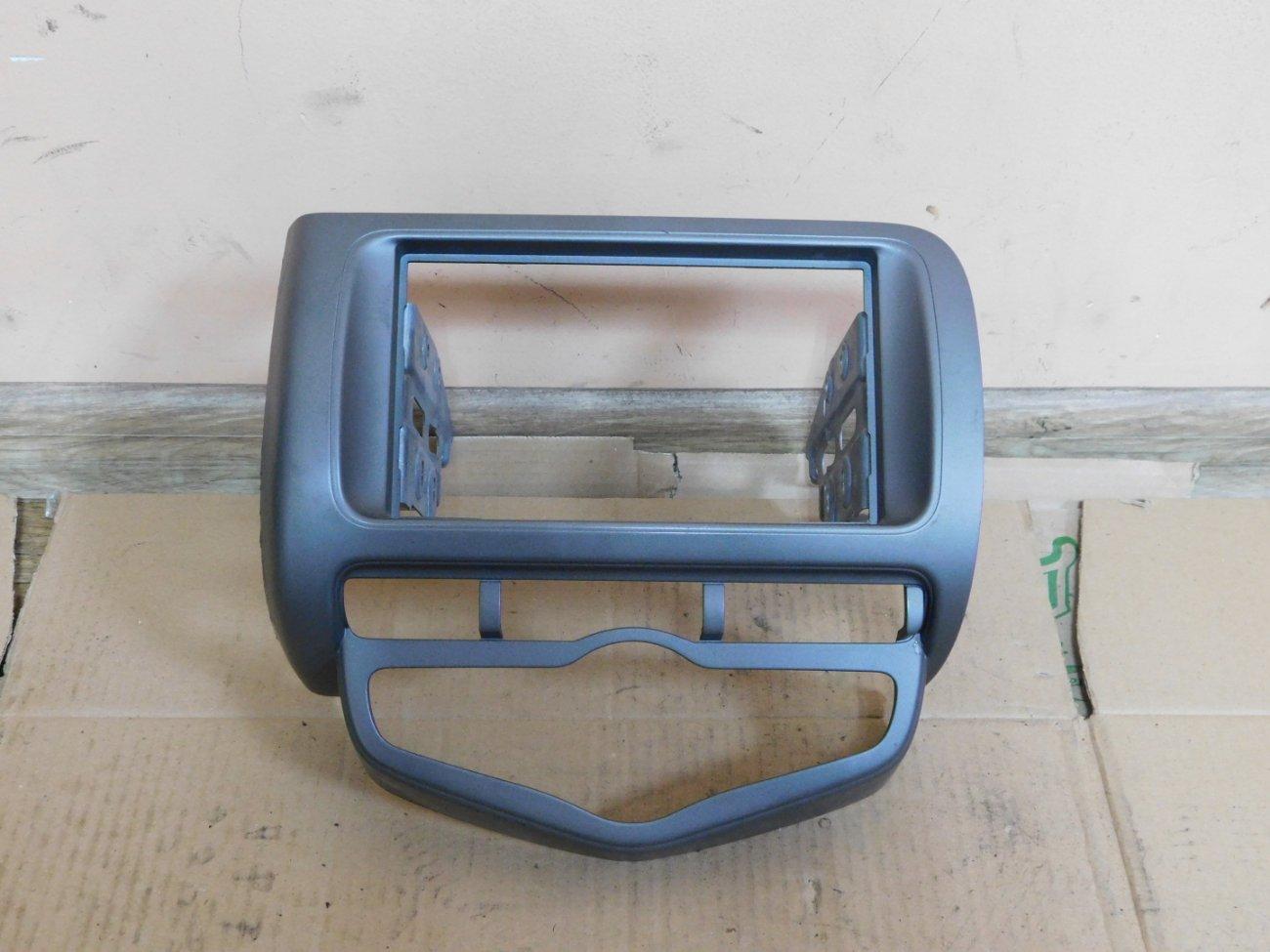 Консоль магнитофона Honda Fit GD1 L13A (б/у)