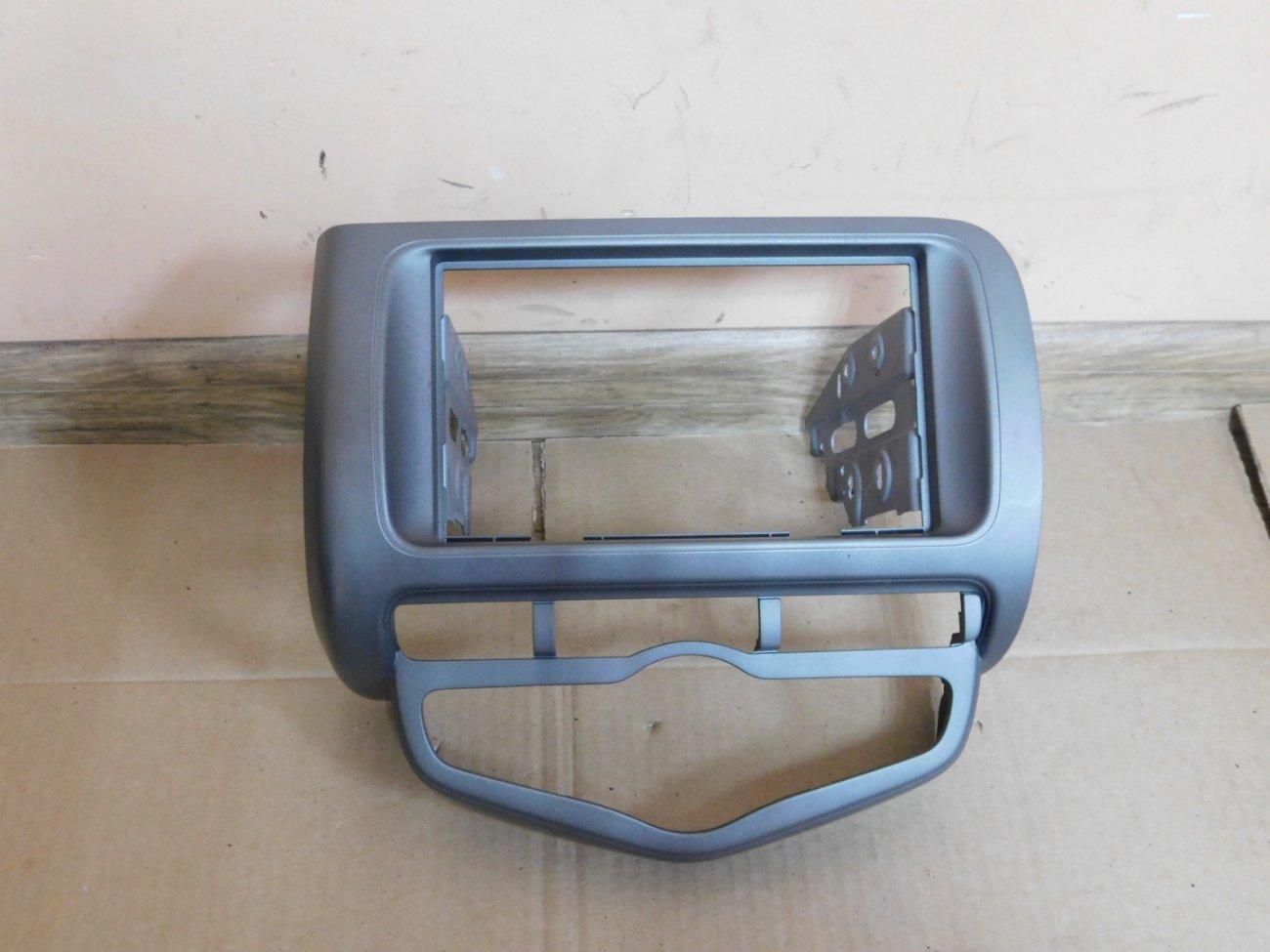 Консоль магнитофона Honda Fit GD3 L15A (б/у)