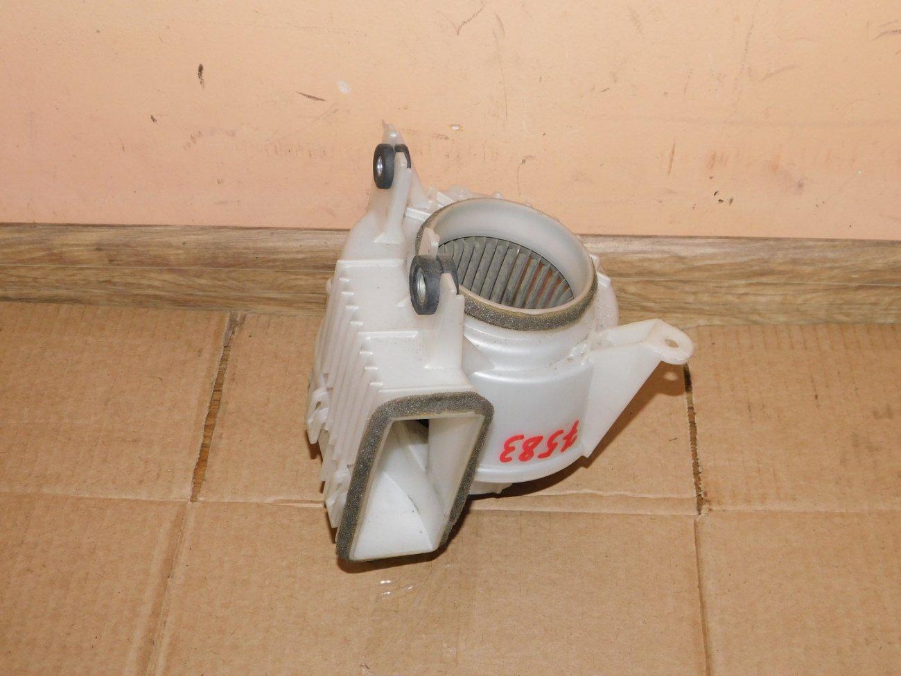 Мотор охлаждения батареи Toyota Prius ZVW30 2ZR FXE (б/у)