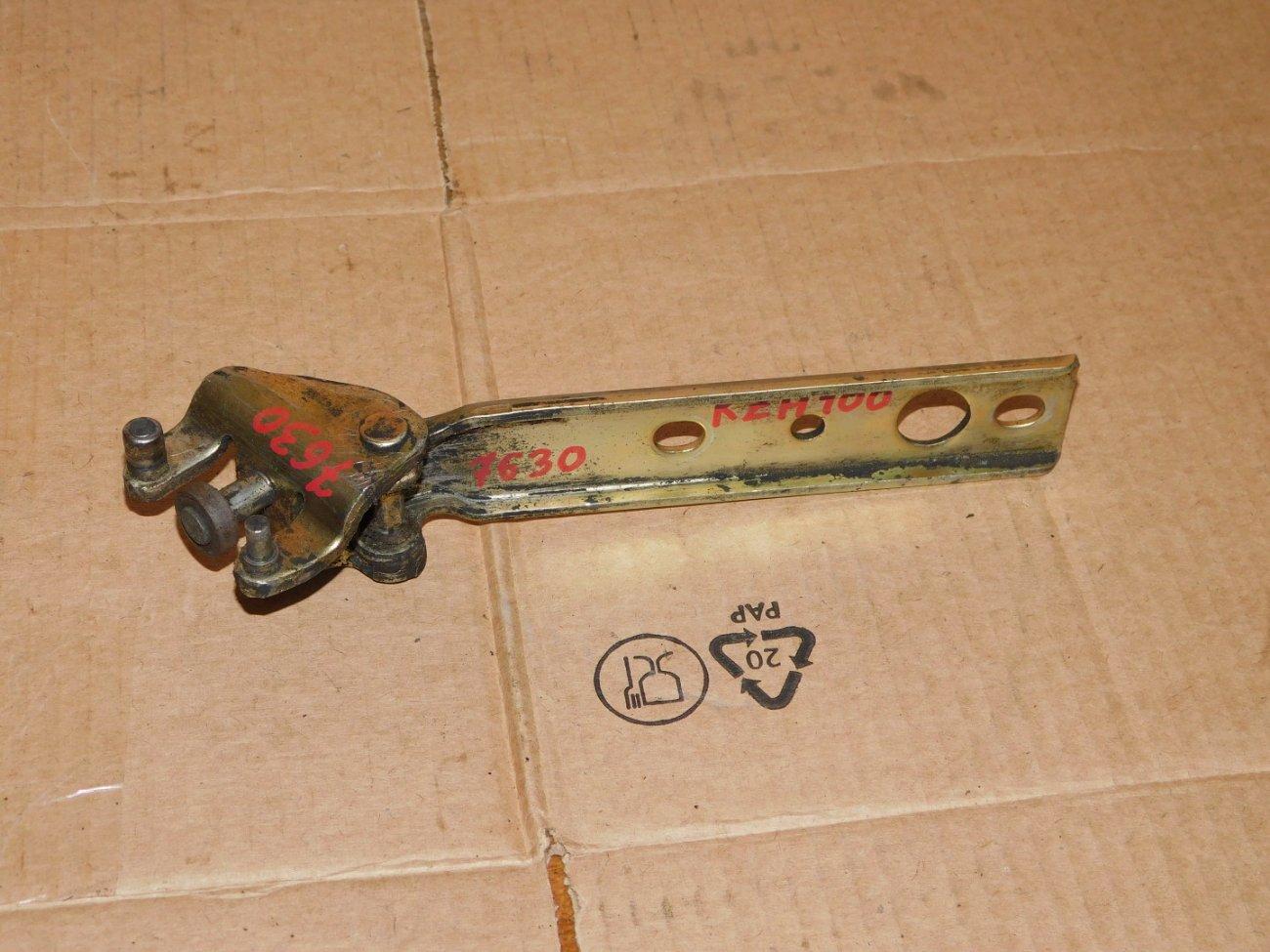 Ролик раздвижной двери Toyota Hiace KZH100 1KZ задний левый (б/у)