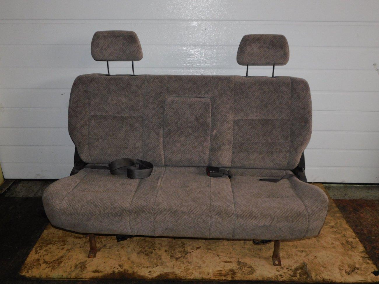 Сиденье Toyota Hiace KZH106 1KZ заднее (б/у)