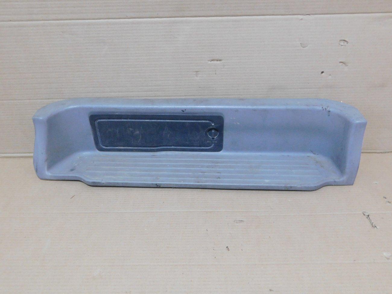 Накладка на порог салона Mazda Bongo Friendee SGLR WLTE задняя левая (б/у)