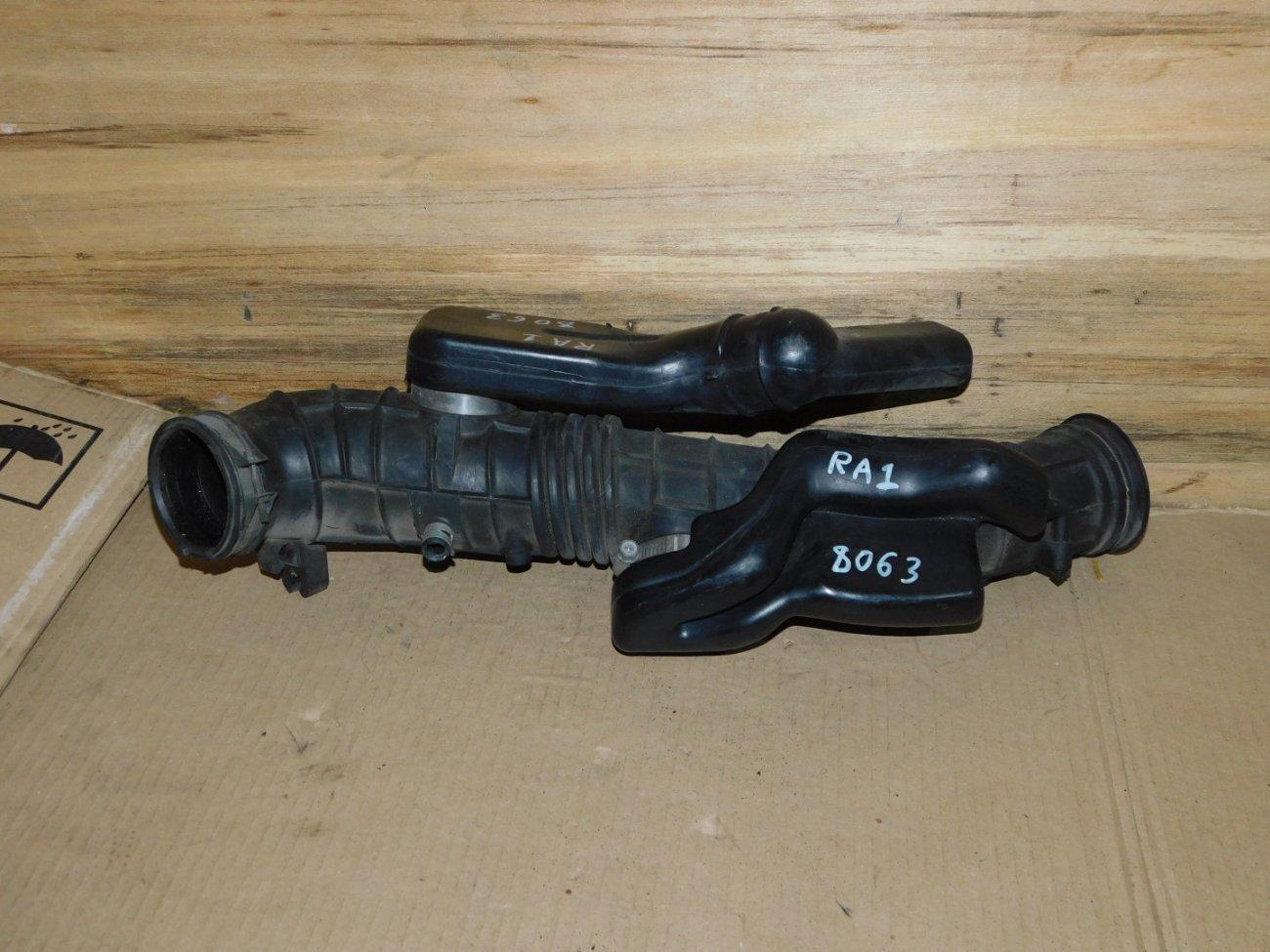 Патрубок воздушного фильтра Honda Odyssey RA1 F22B (б/у)