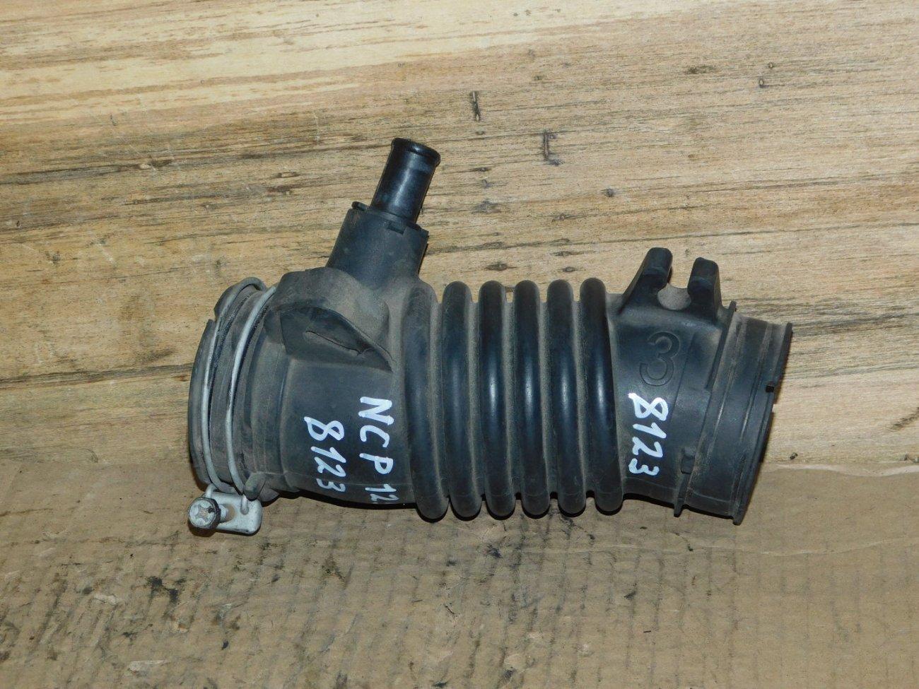 Патрубок воздушного фильтра Toyota Ractis NCP125 1NZ-FE (б/у)