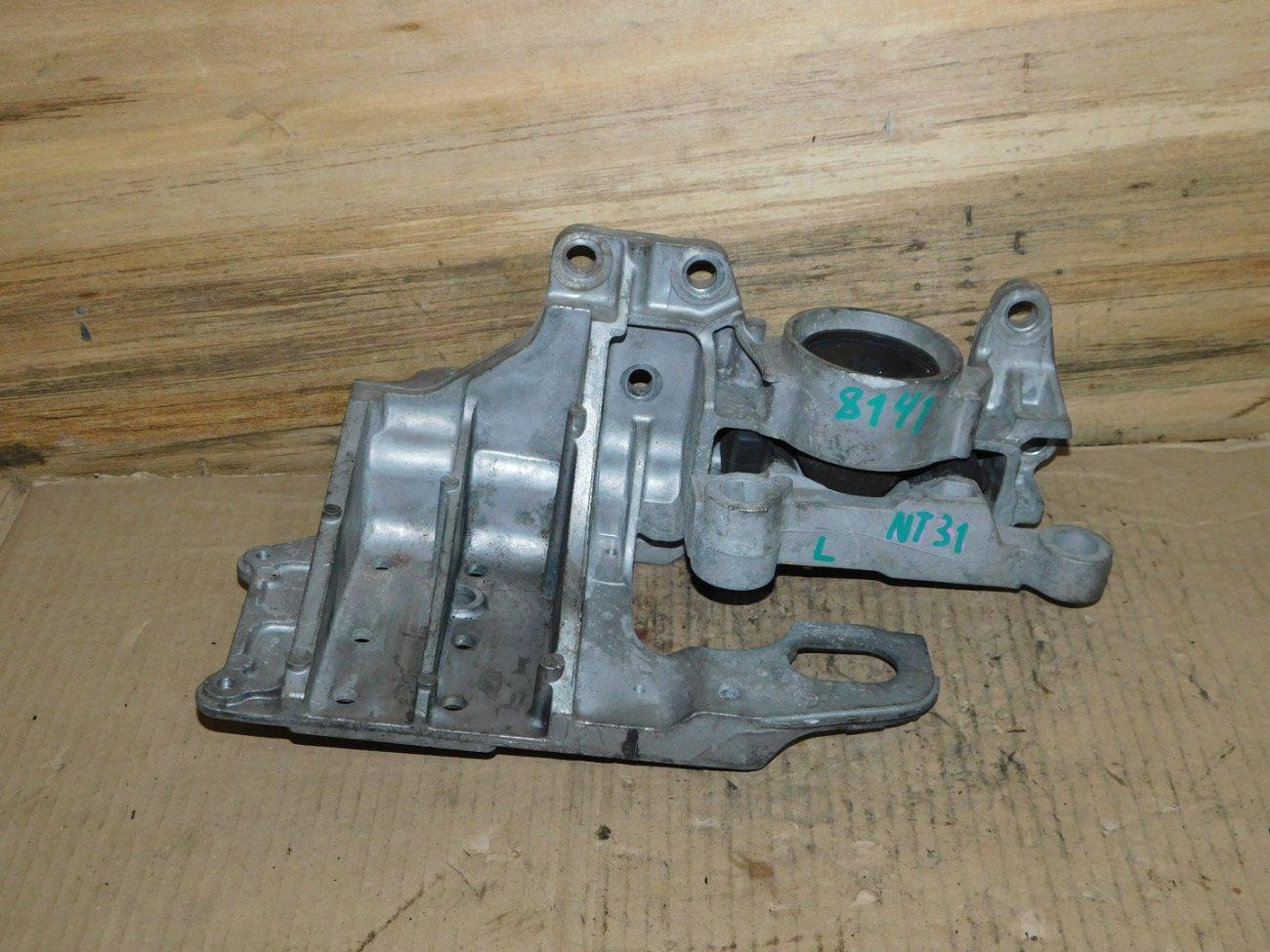 Подушка двигателя Nissan X-Trail NT31 MR20DE левая (б/у)