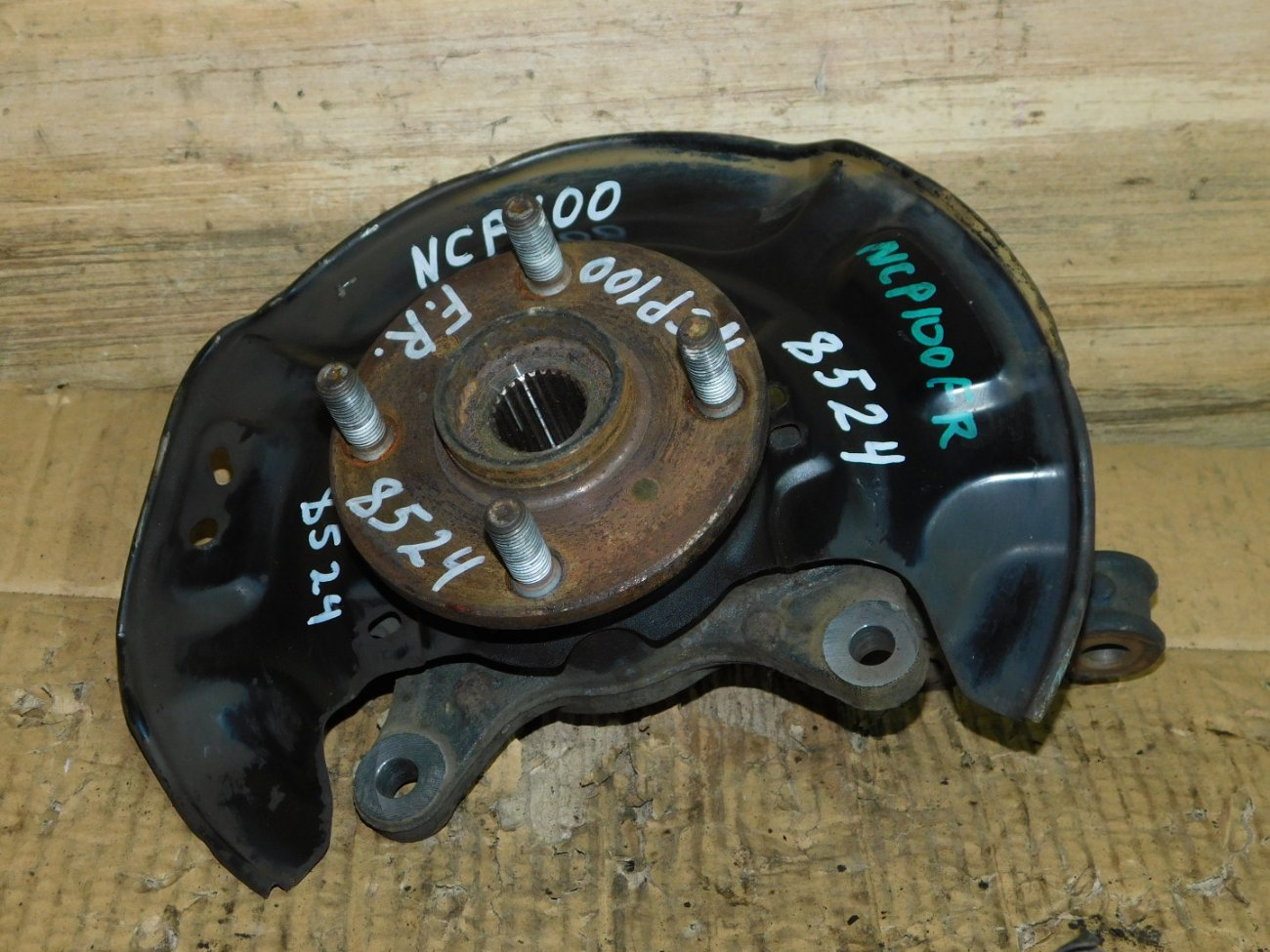 Ступица Toyota Belta NCP96 1NZ-FE передняя правая (б/у)