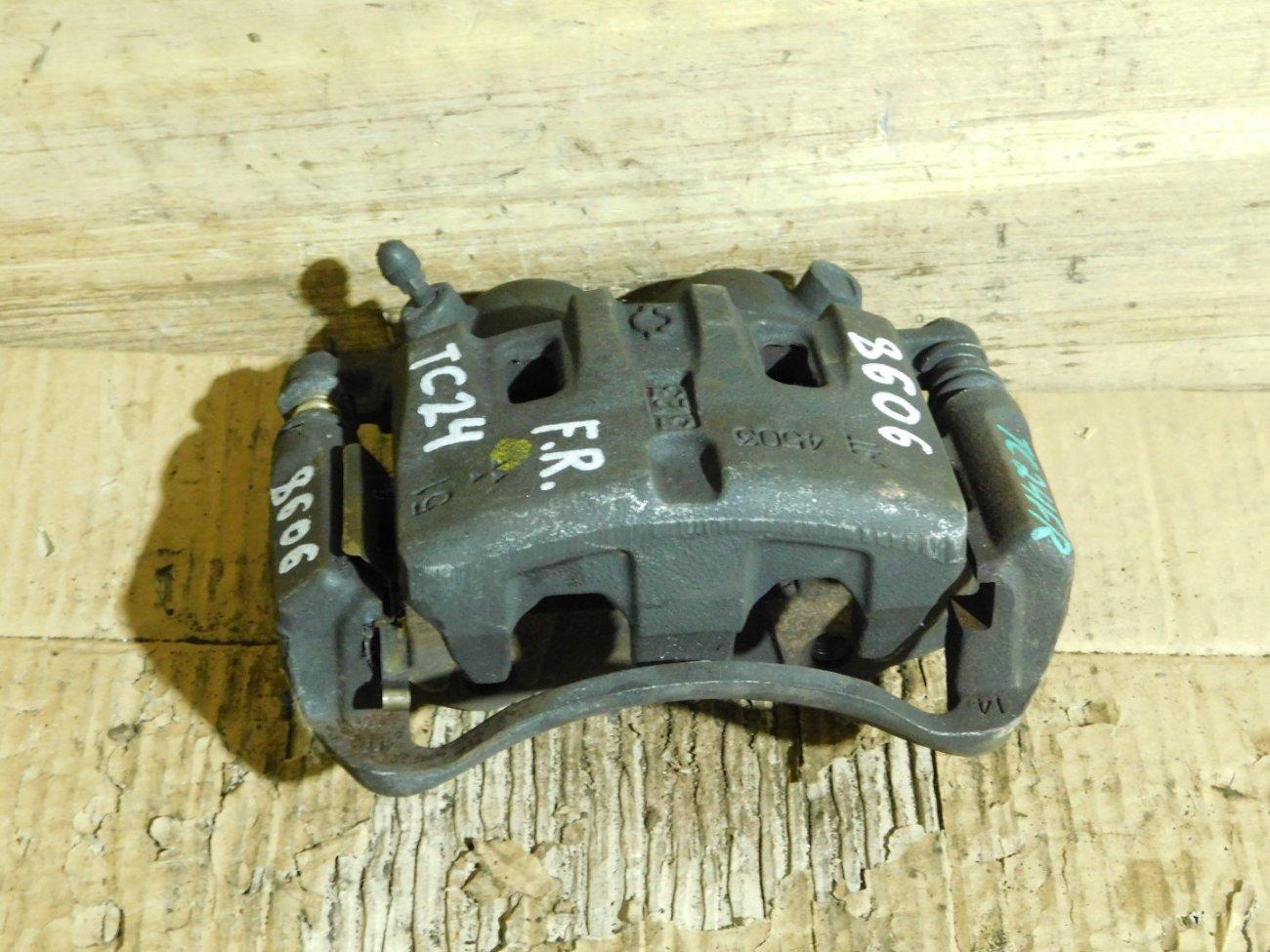 Суппорт Nissan Presage HU30 QR20DE передний правый (б/у)