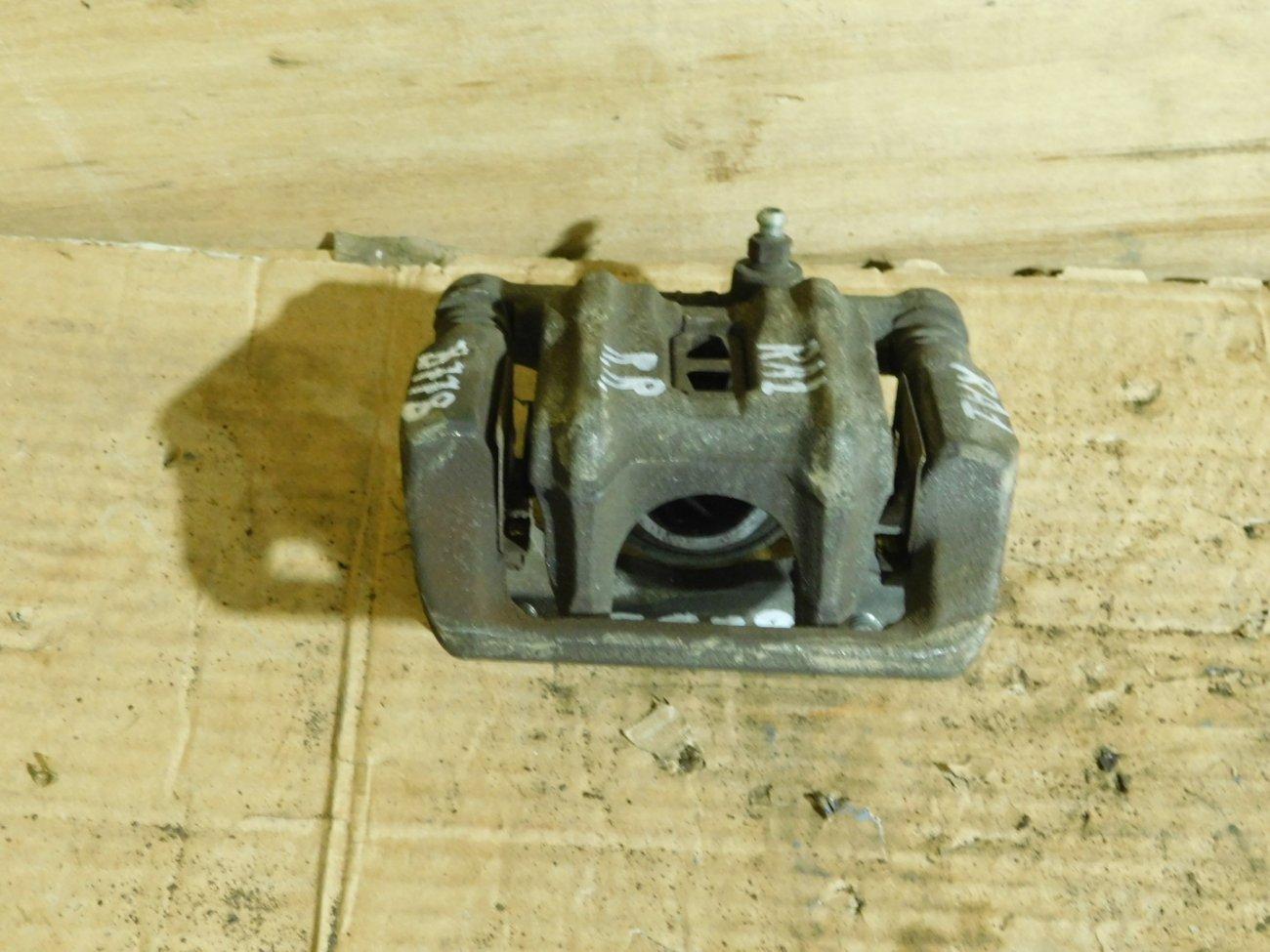 Суппорт Honda Odyssey RA1 F22B задний правый (б/у)