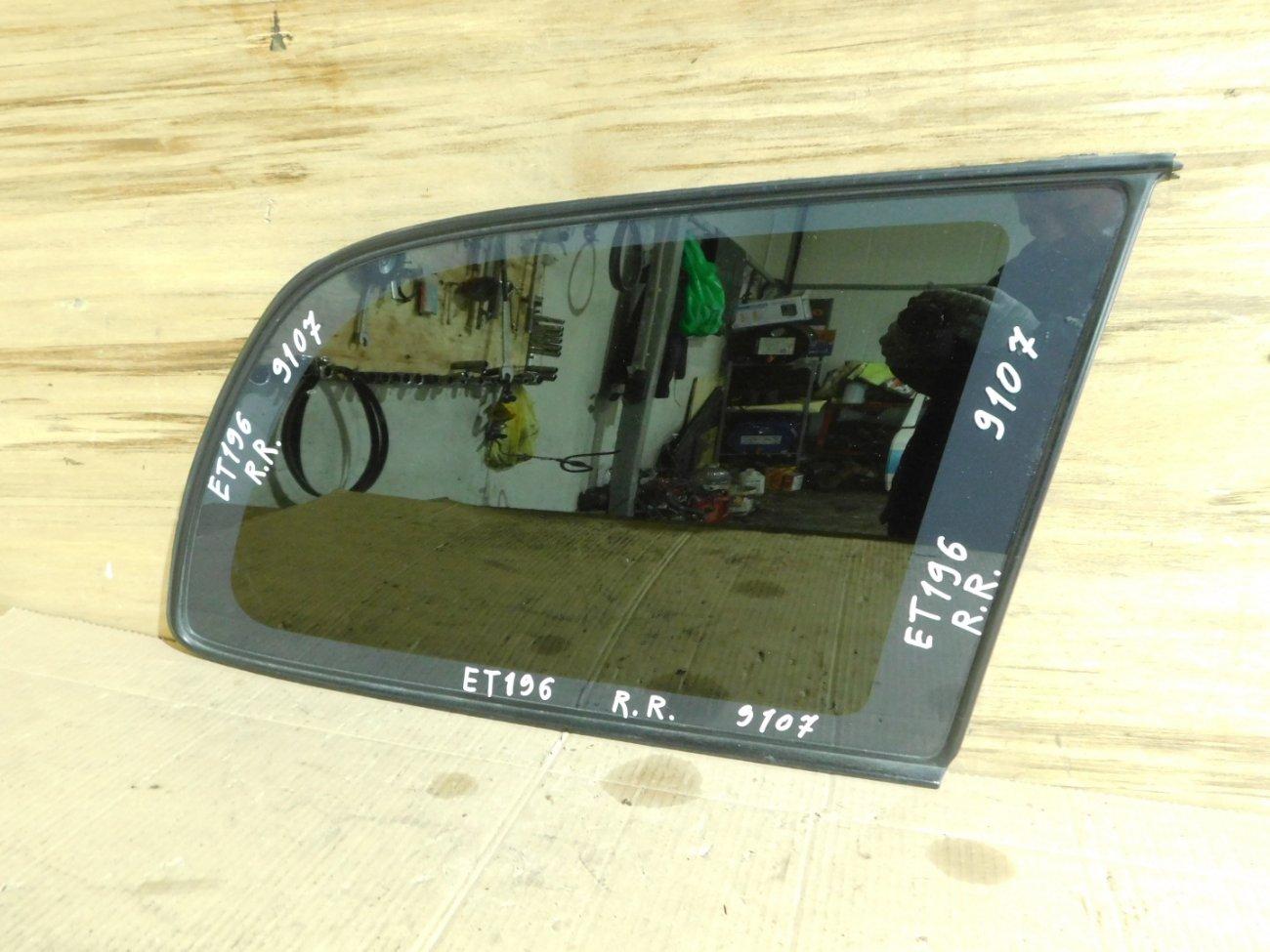 Стекло собачника Toyota Caldina ET196 5E-FE заднее правое (б/у)