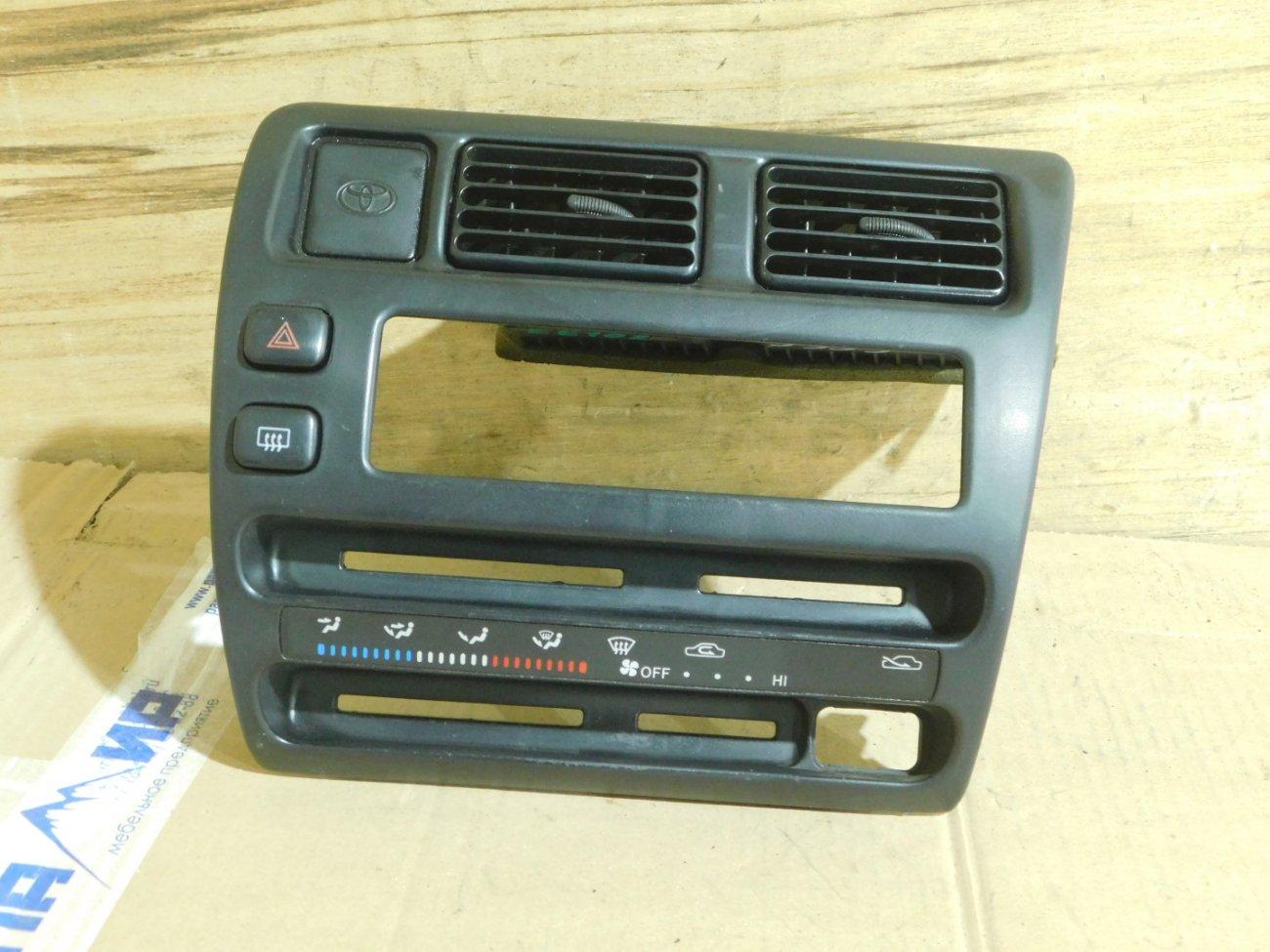 Консоль магнитофона Toyota Corolla EE102 (б/у)