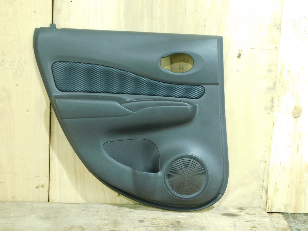 Обшивка дверей Nissan March E12 задняя левая (б/у)