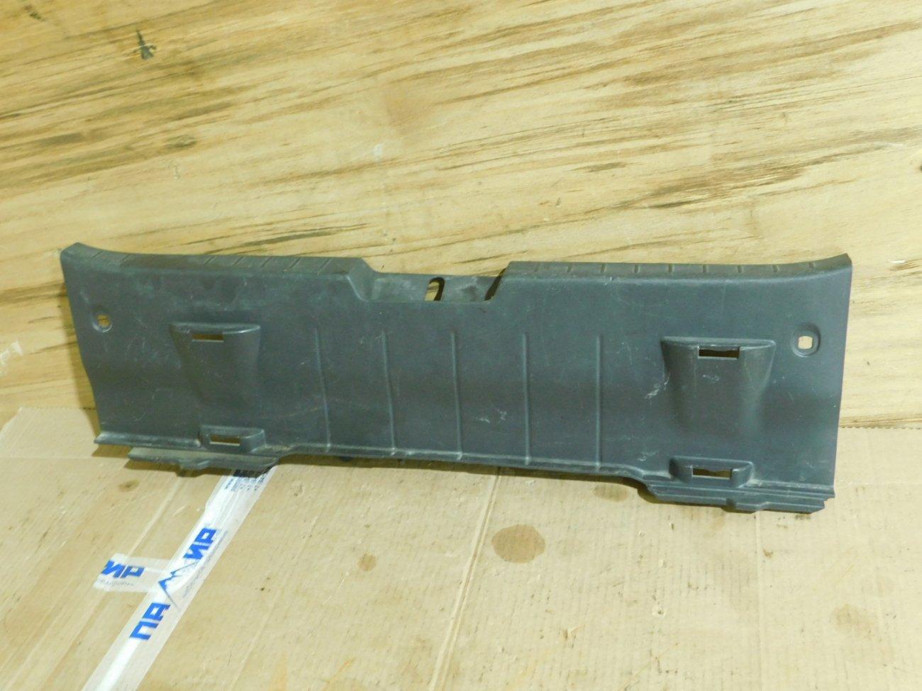 Накладка замка багажника Toyota Vitz KSP90 (б/у)
