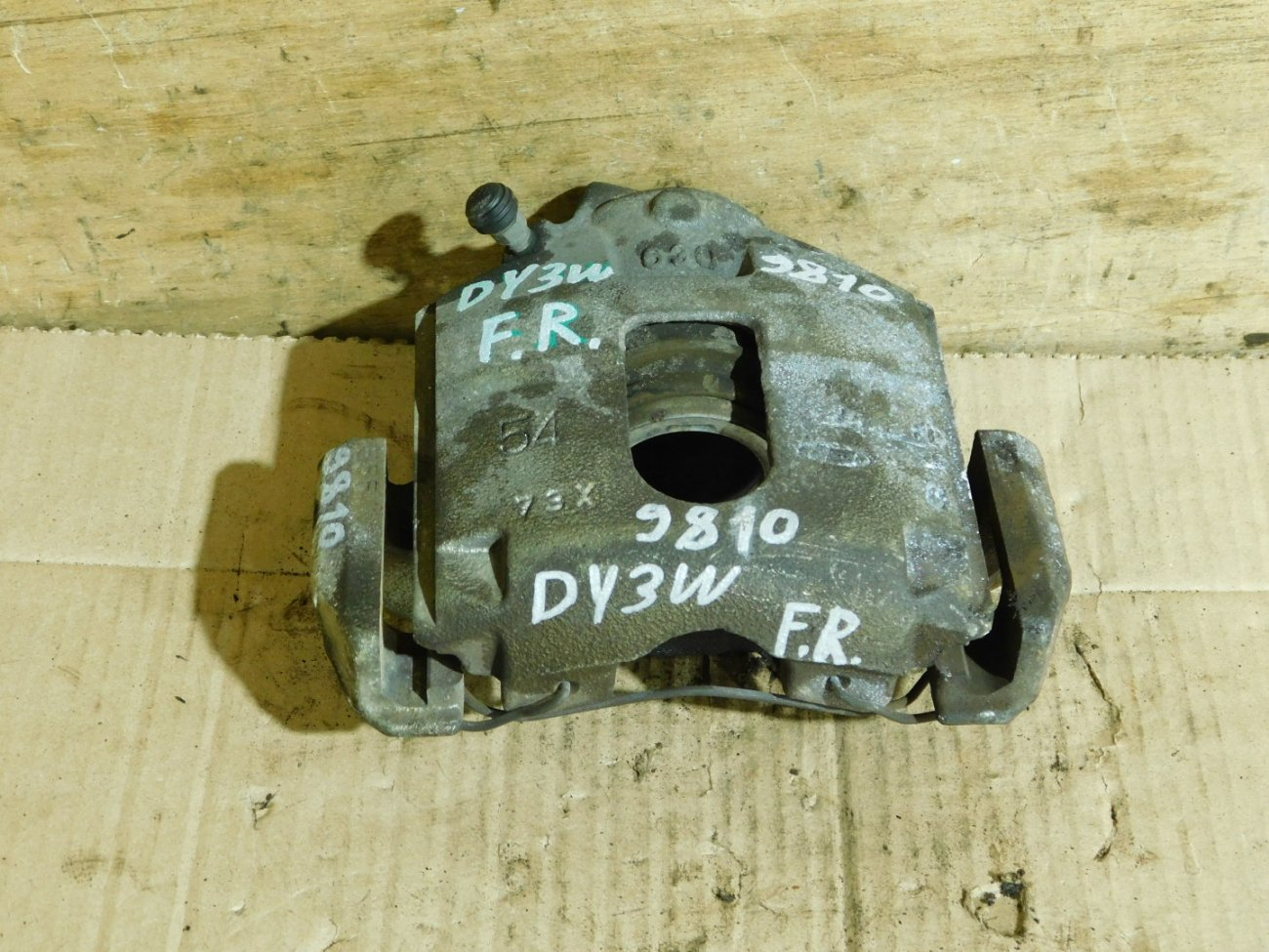 Суппорт Mazda Demio DY3W ZJ передний правый (б/у)