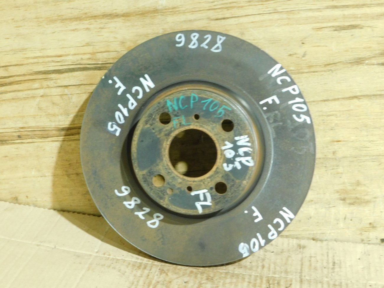 Тормозной диск Toyota Ractis NCP105 передний (б/у)