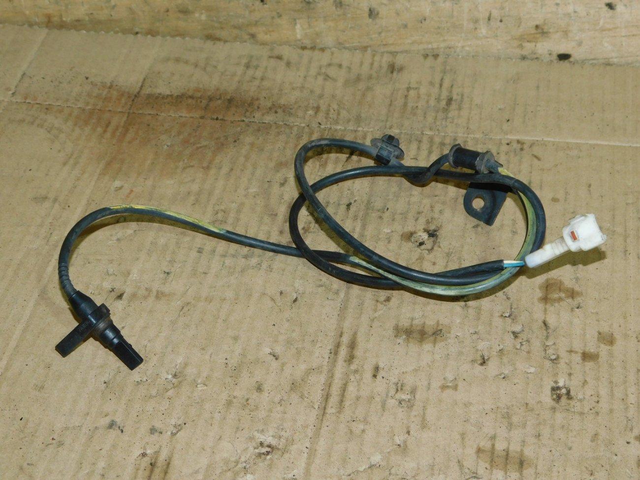 Датчик abs Toyota Ractis NCP100 передний правый (б/у)