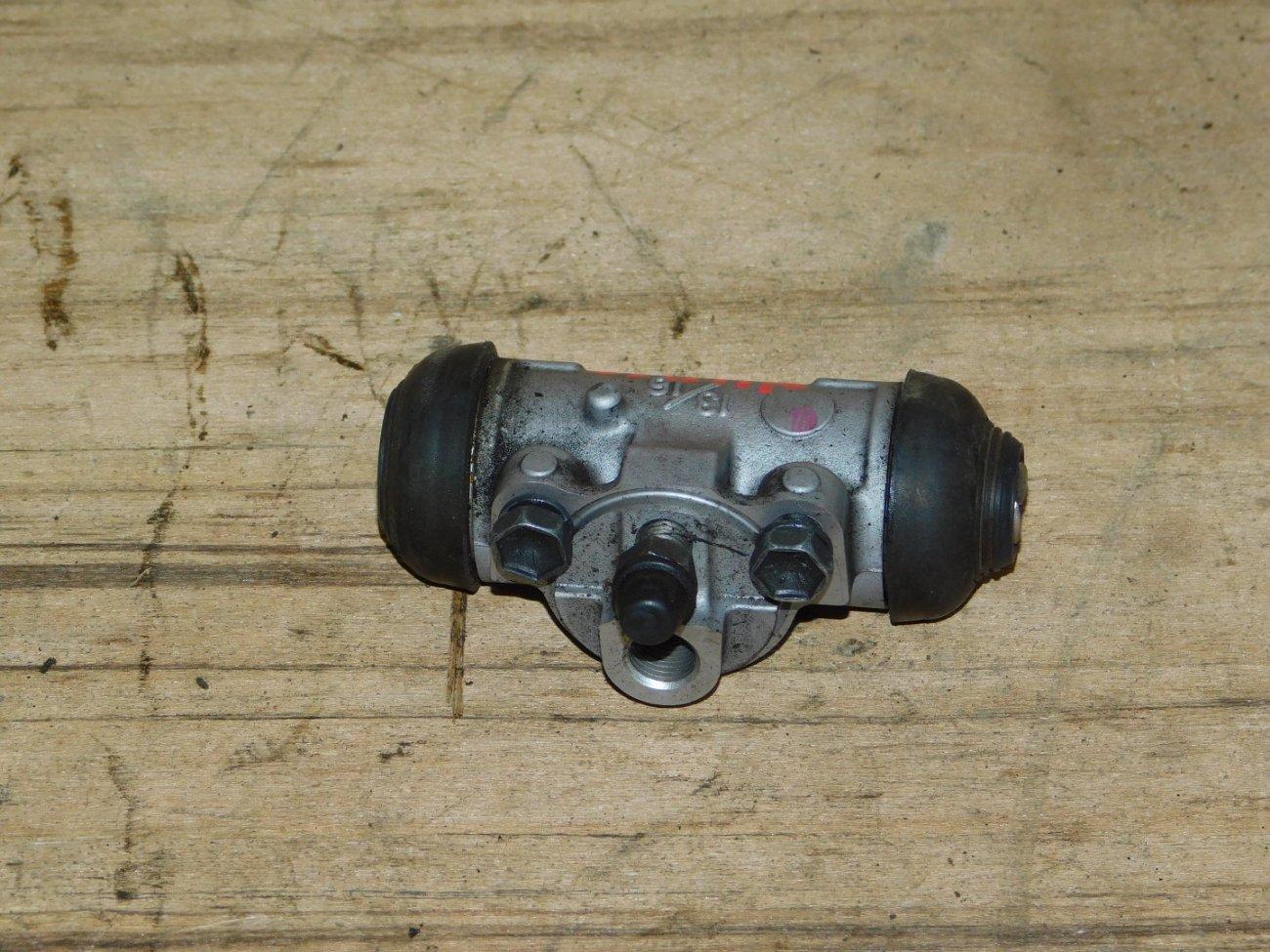 Тормозной цилиндр Toyota Aqua NHP10 1NZ-FXE задний левый (б/у)