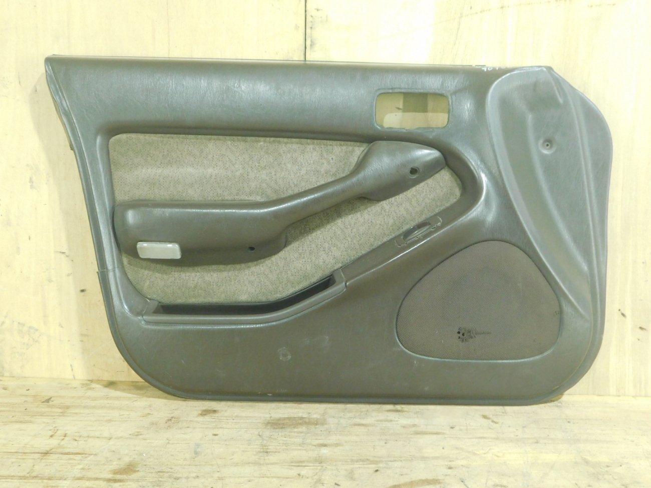 Обшивка дверей Toyota Vista SV32 передняя левая (б/у)