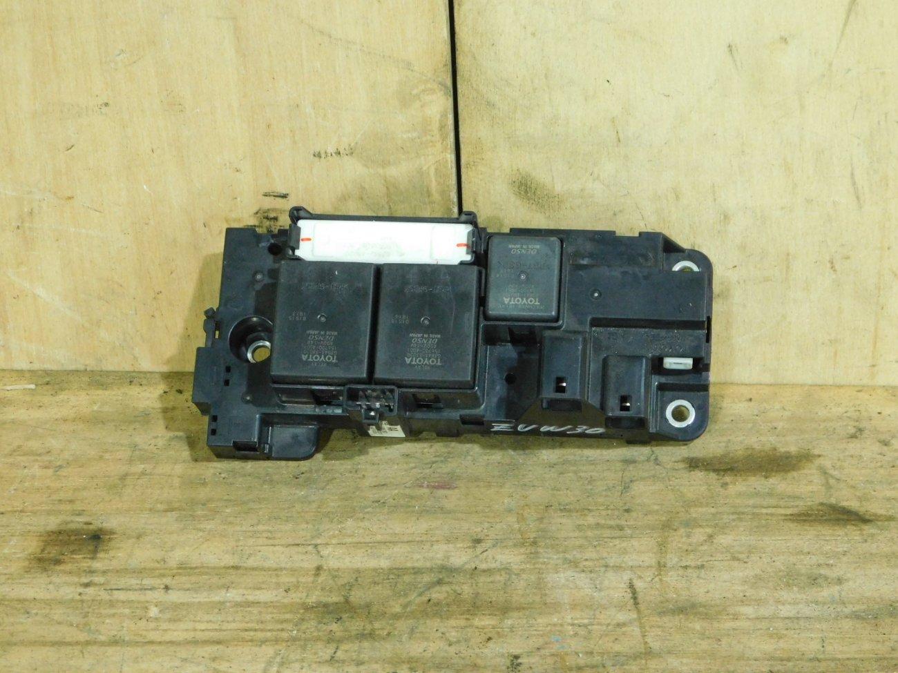 Блок реле Toyota Prius ZVW30 2ZR-FXE (б/у)