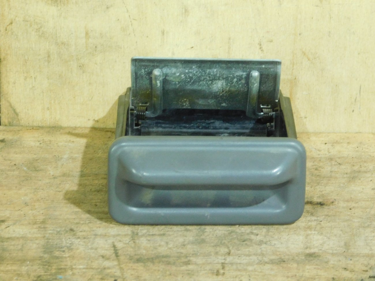 Пепельница Honda Odyssey RA3 F23A (б/у)