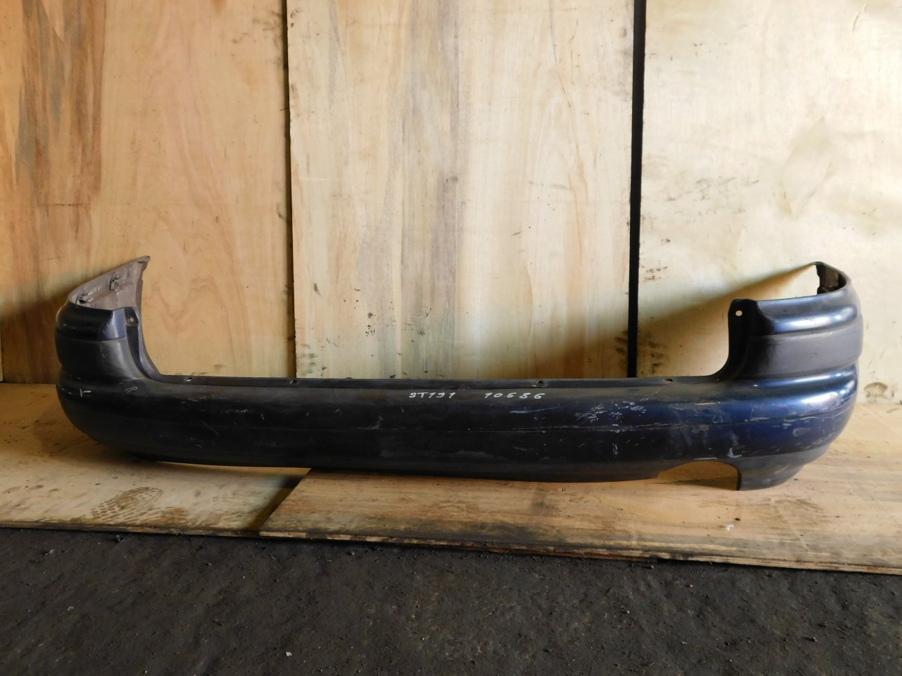 Бампер Toyota Caldina ST191 1997 задний (б/у)