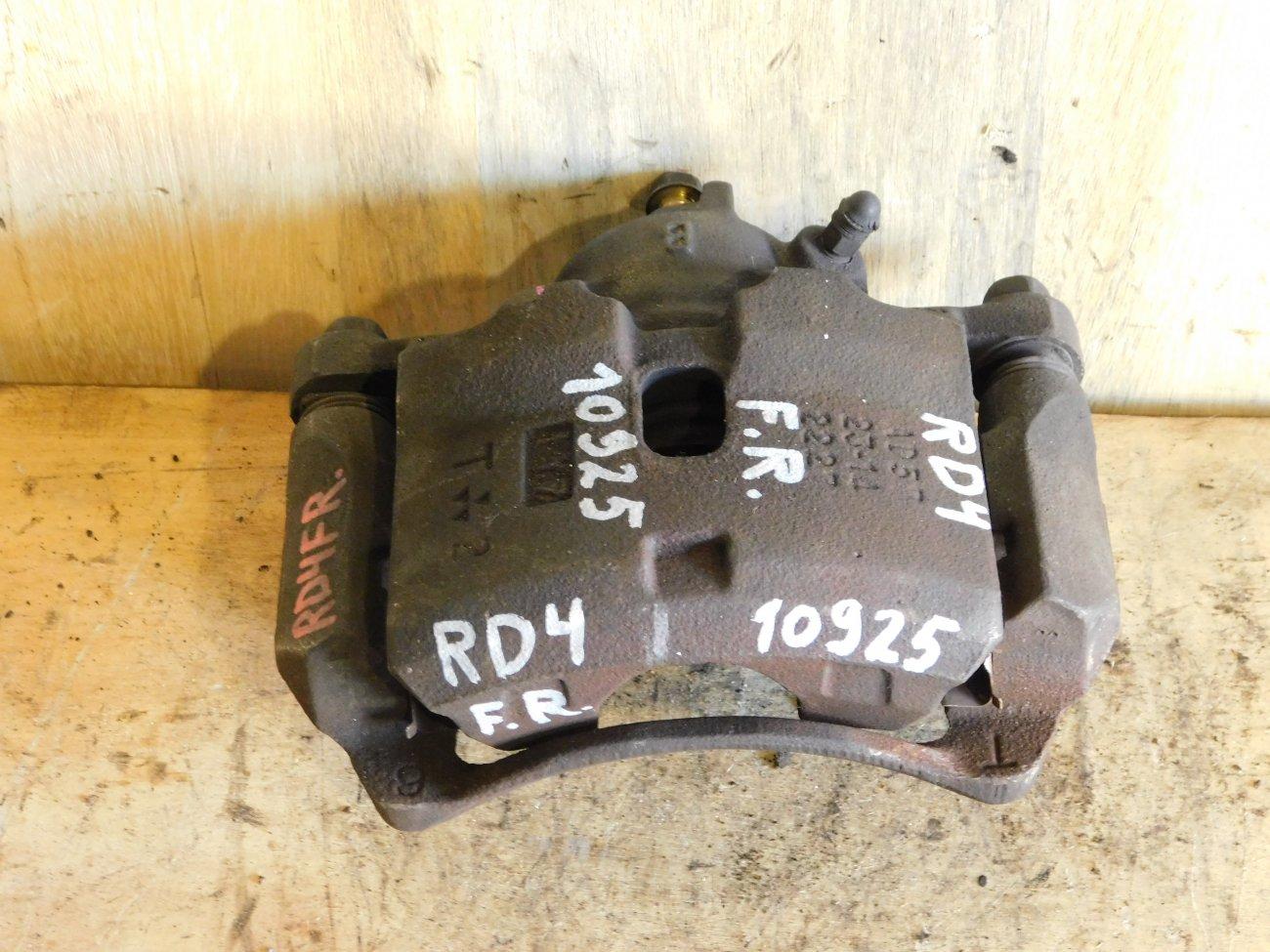 Суппорт Honda Cr-V RD4 передний правый (б/у)