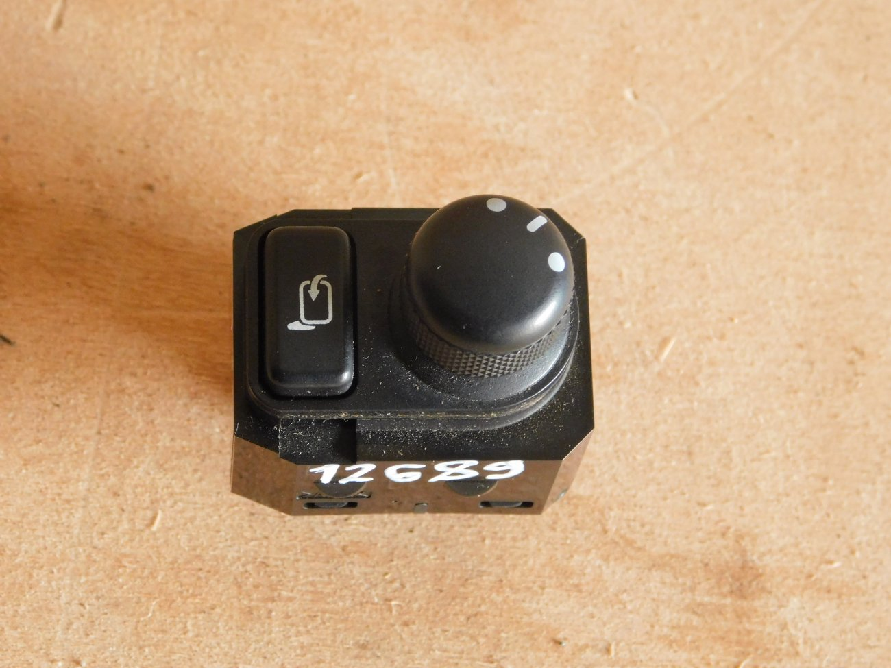Блок управления зеркалами Suzuki Sx4 YA11S M15A (б/у)