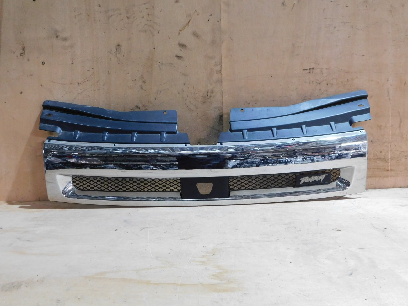 Решетка радиатора Mitsubishi Delica D5 CV5W 4B12 (б/у)