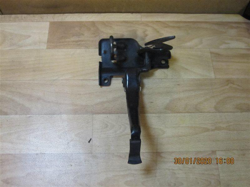 Крюк замка капота Audi А4 8ЕВ6 ALT 2002 (б/у)