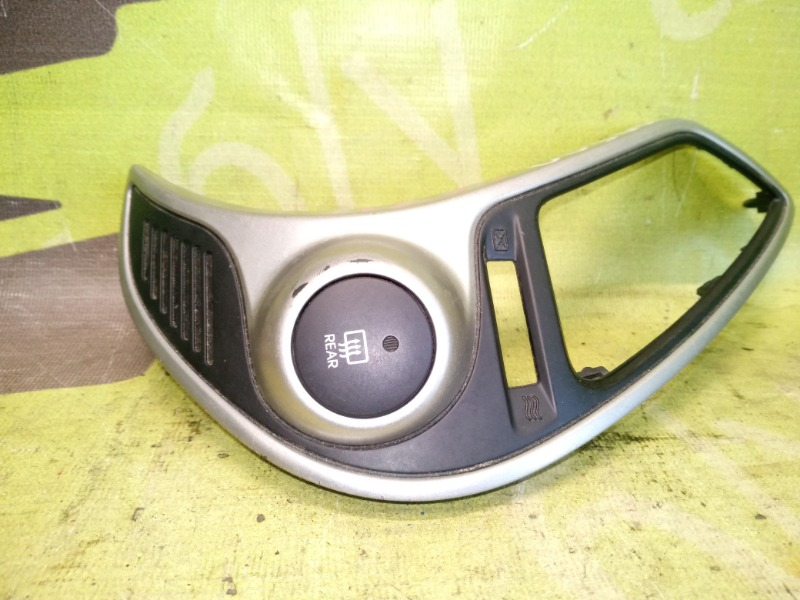 Кнопка обогрева заднего стекла Hyundai Ix35 2.0 G4KD 2012 (б/у)