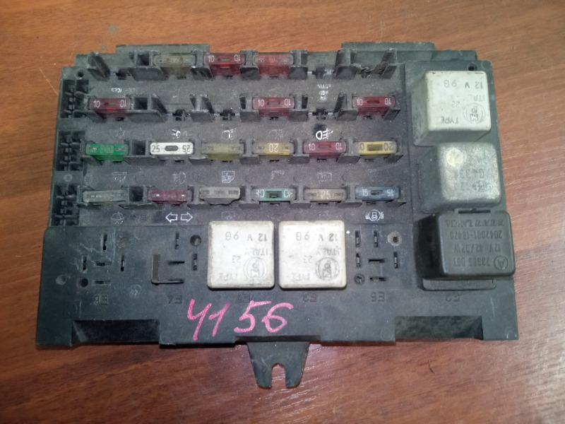 Блок предохранителей Alfa Romeo 164 1990 (б/у)