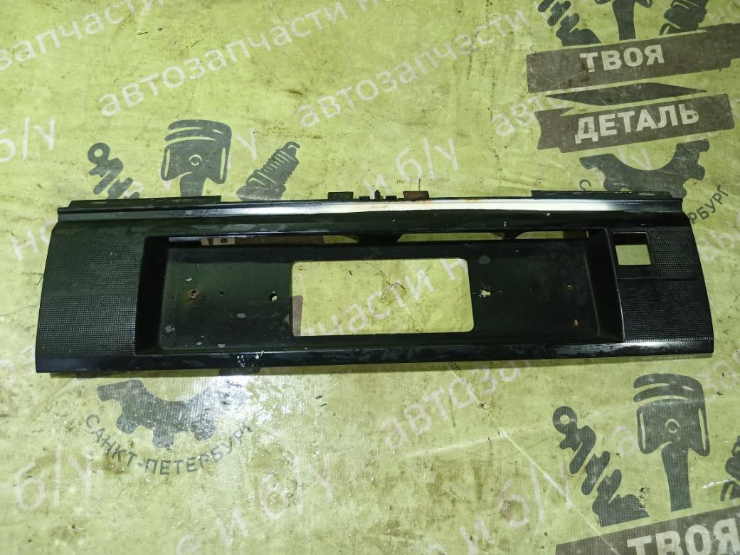 Накладка крышки багажника Volkswagen Passat B3 СЕДАН 9A 2.0 1992 (б/у)