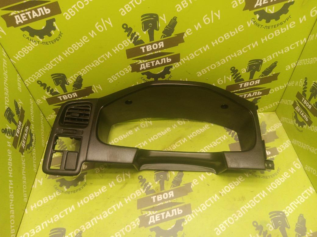 Накладка панели приборов Nissan Primera P11 СЕДАН 2.0 SR20DE 1998 (б/у)