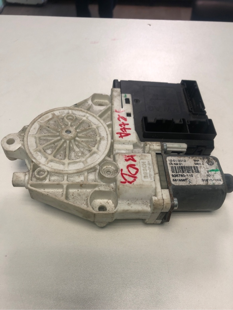 Моторчик стеклоподъемника Volkswagen Jetta 6 1.4 CAXA TSI 2011 передний левый (б/у)