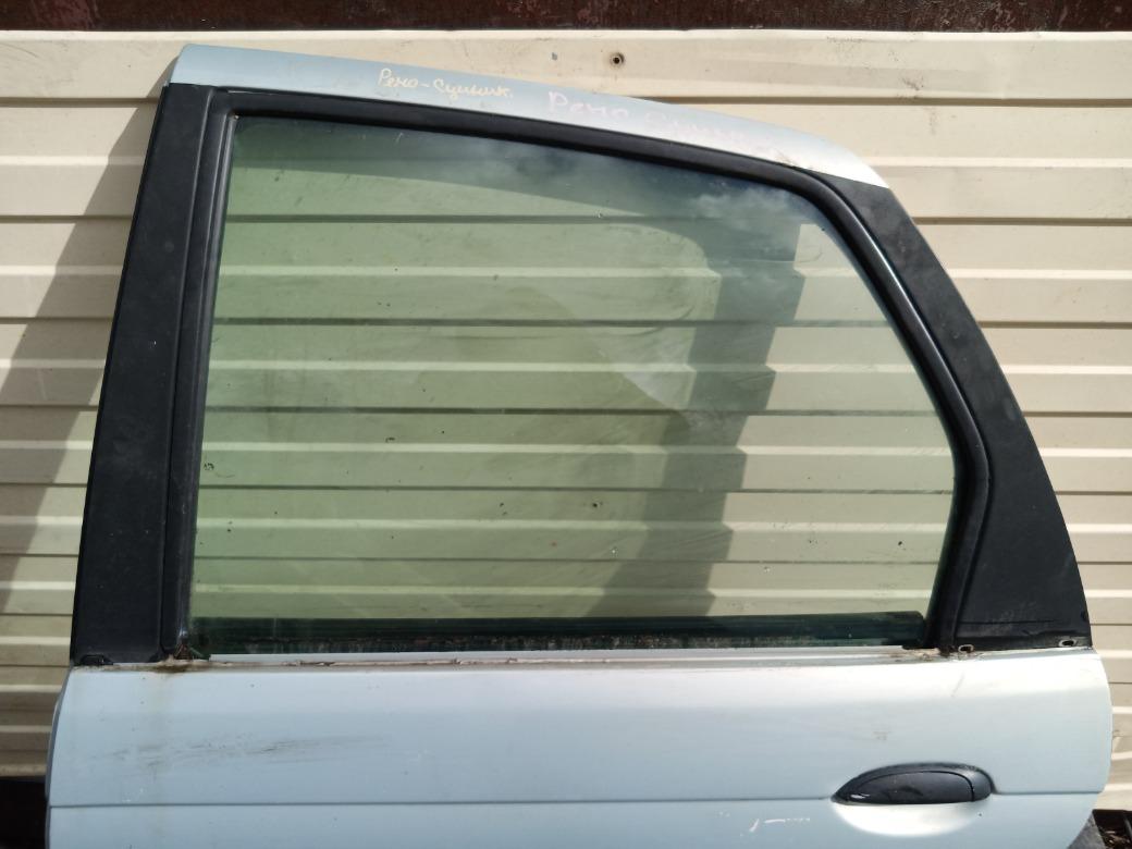 Заднее стекло Renault Scenic 1.6 K4M700 1999г.в. левое (б/у)