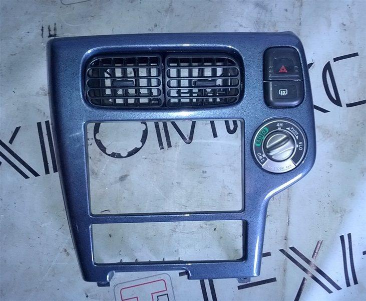 Рамка магнитофона Nissan Terrano TR50 (б/у)